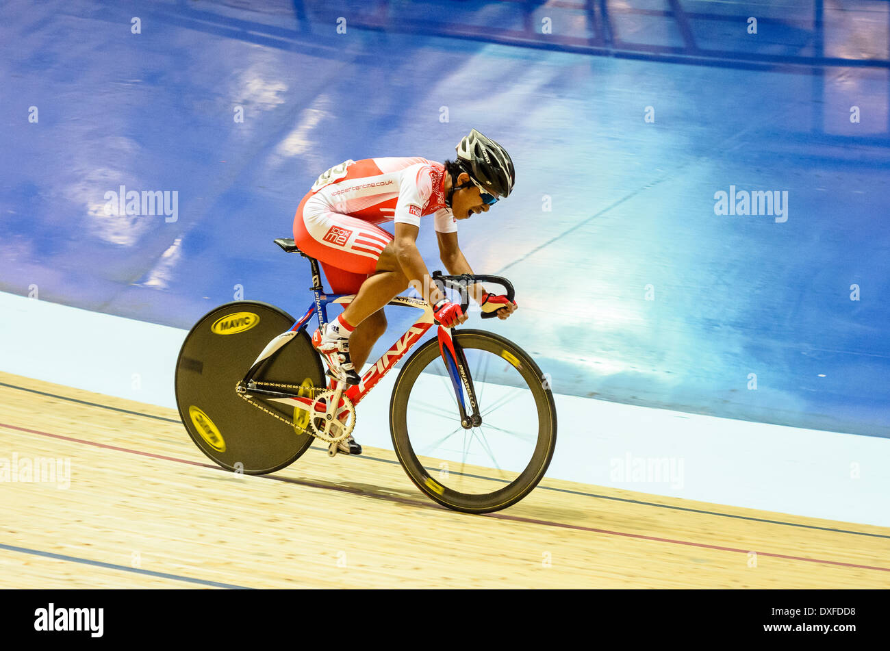 Germain Burton racing Revolution Serie trifft im Manchester Velodrome oder National Cycling Centre Stockbild