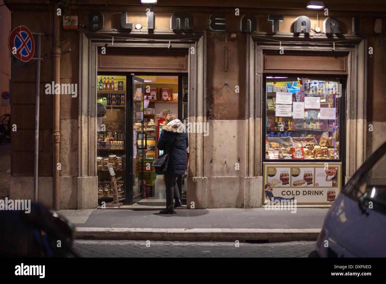 Italienischer Supermarkt in Rom Stockbild
