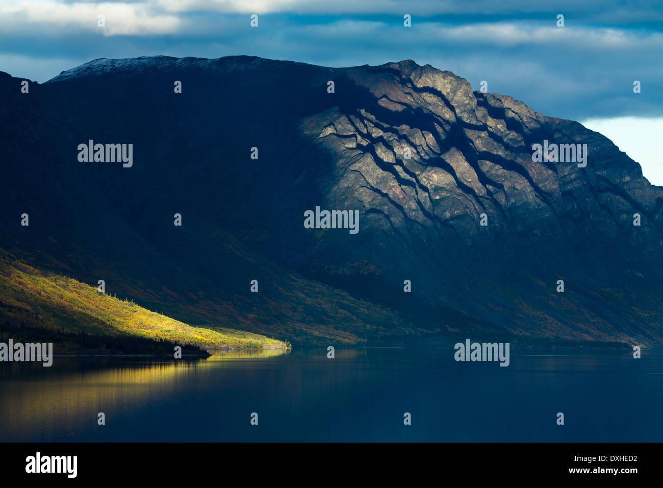 eine späte Welle des Sonnenlichts auf Tutshi Lake, British Columbia, Kanada Stockbild