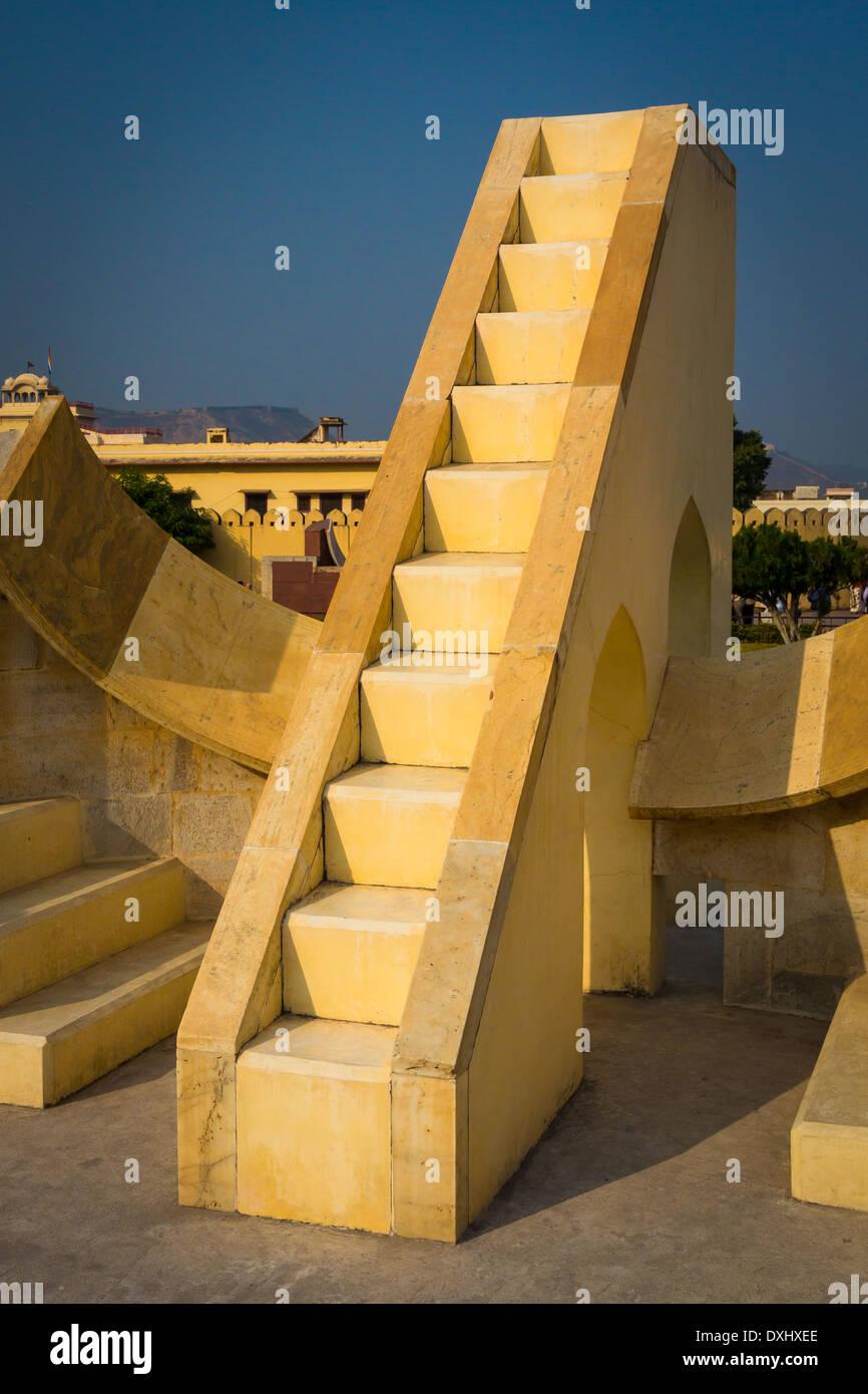 Jantar Mantar ist eine Sammlung von architektonischen astronomische Instrumente in Jaipur, Indien Stockbild