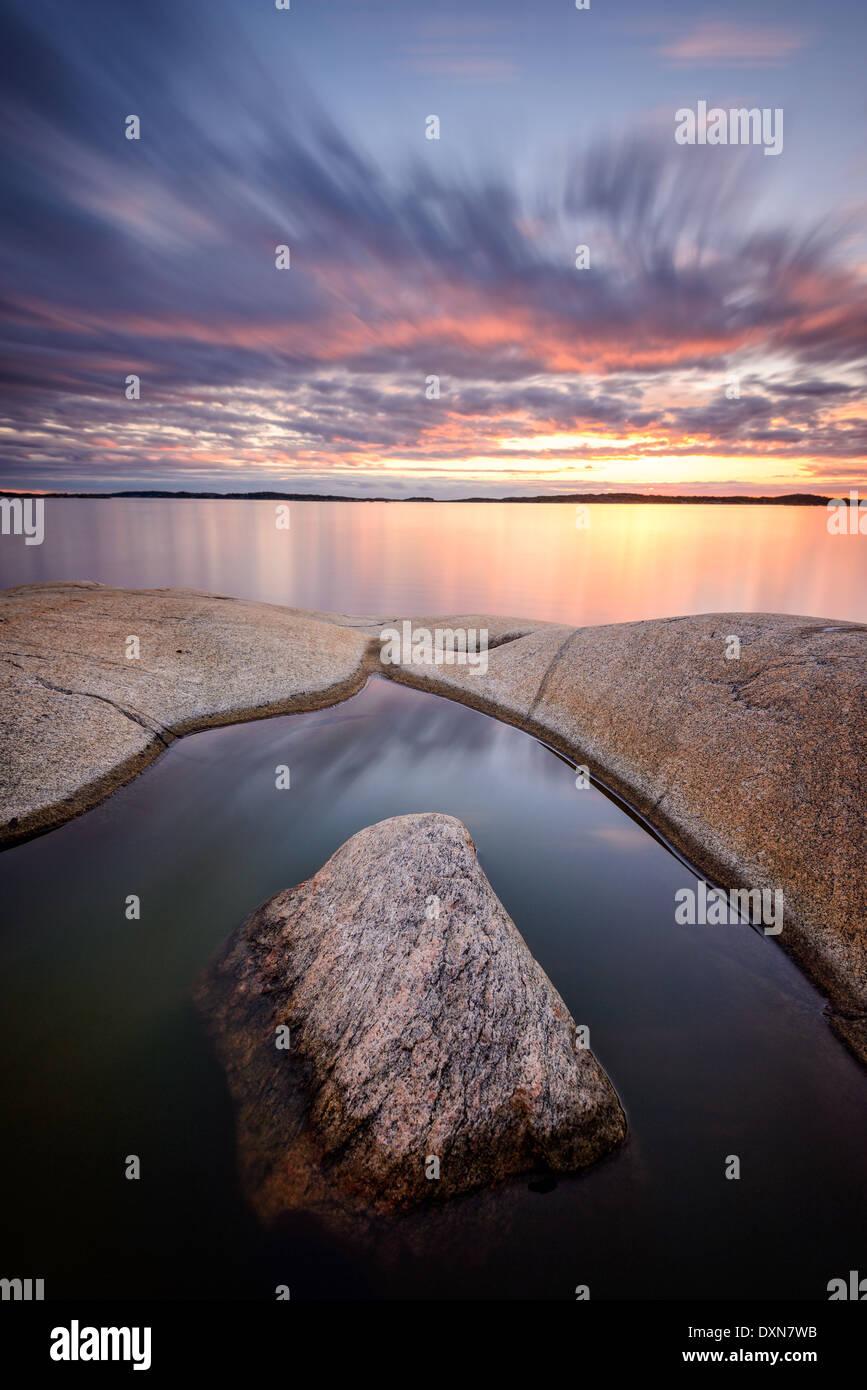 Sonnenuntergang am idyllischen Ozean Stockbild
