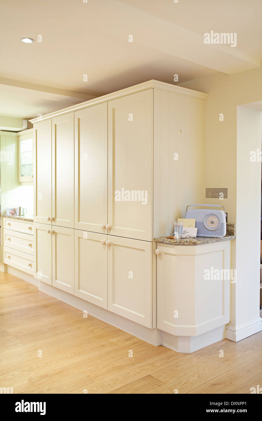 Moderne Creme Küchenmöbel Und Schränke In Einem Haus Im Vereinigten