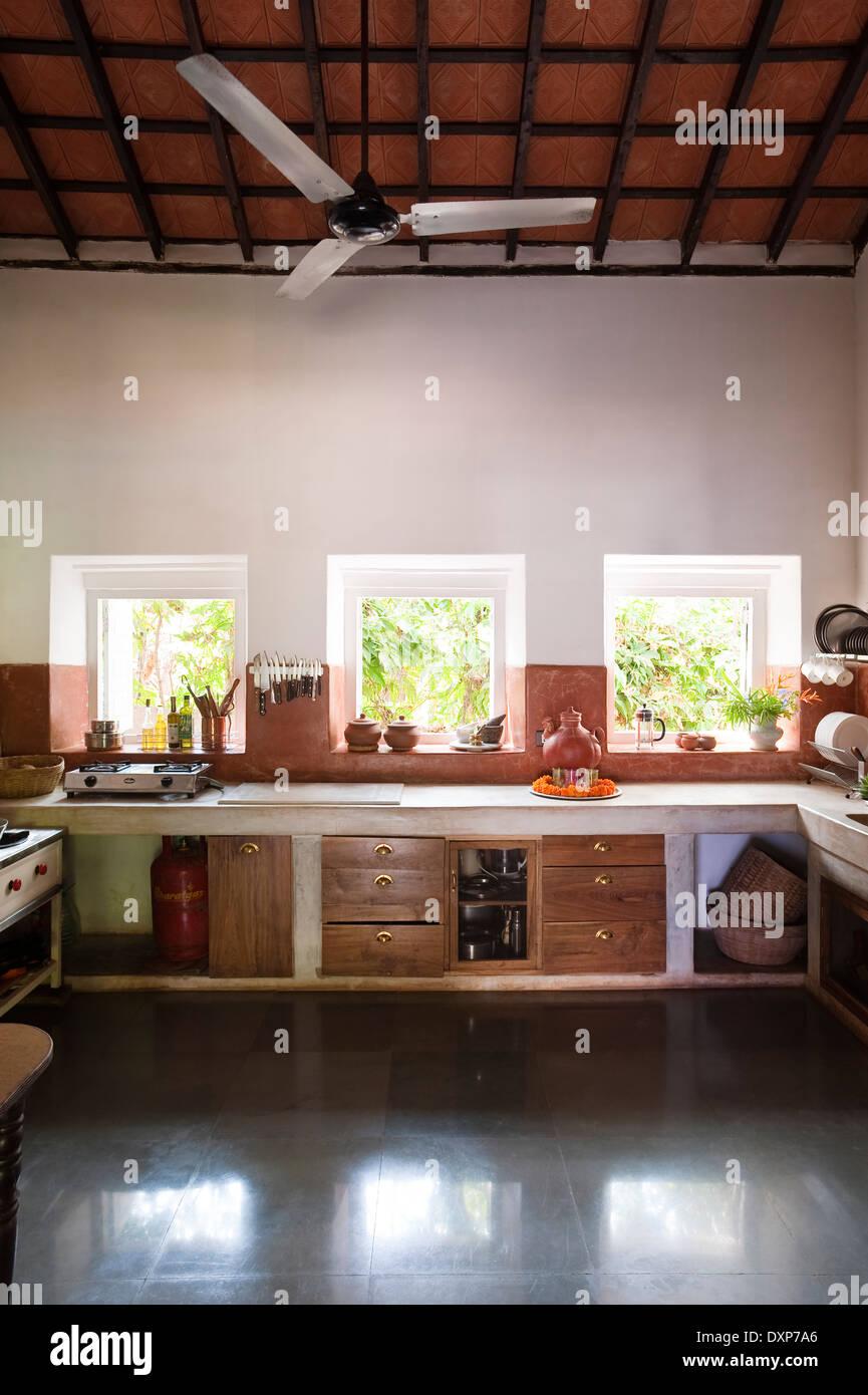 Moderne Küche Interieur im indischen Bundesstaat Goa Stockfoto, Bild ...