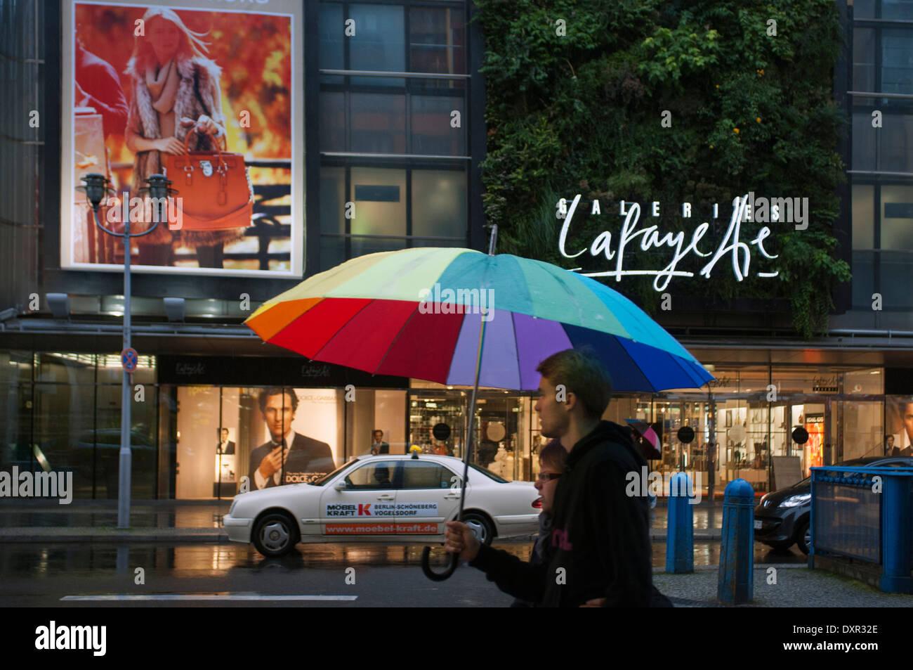 Galerie Lafayette In Berlin. Die Galeries Lafayette (französische  Aussprache: [ɡalʁi Lafajɛt]) Ist Eine Gehobene Französische Abteilung