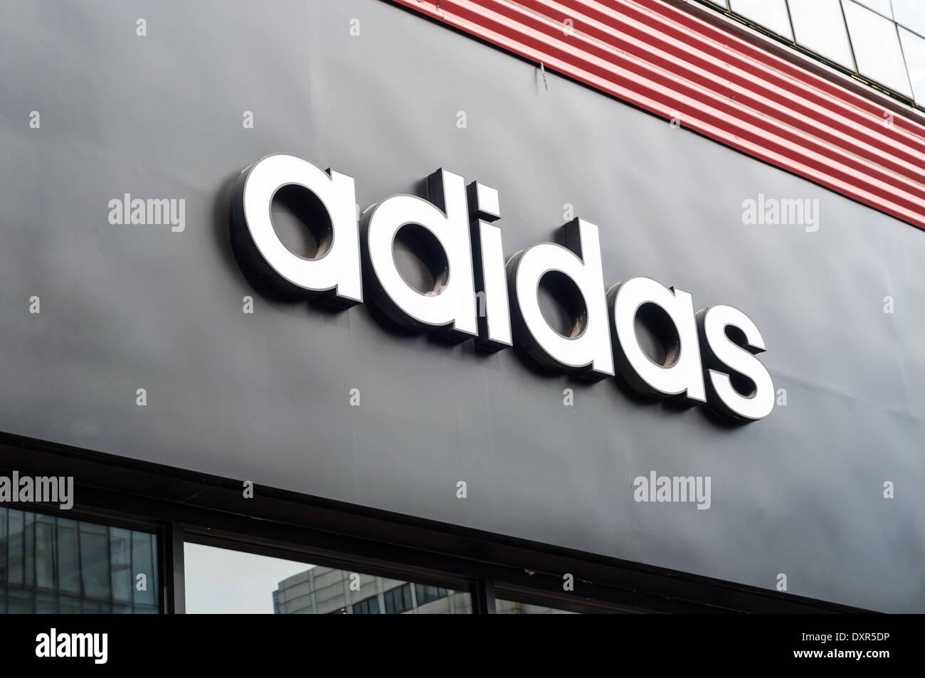 Adidas Hat Stockfotos & Adidas Hat Bilder Alamy