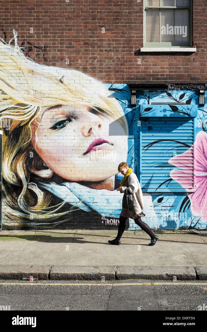 Wandbild an der Wand in Hackney, London, Vereinigtes Königreich Stockbild