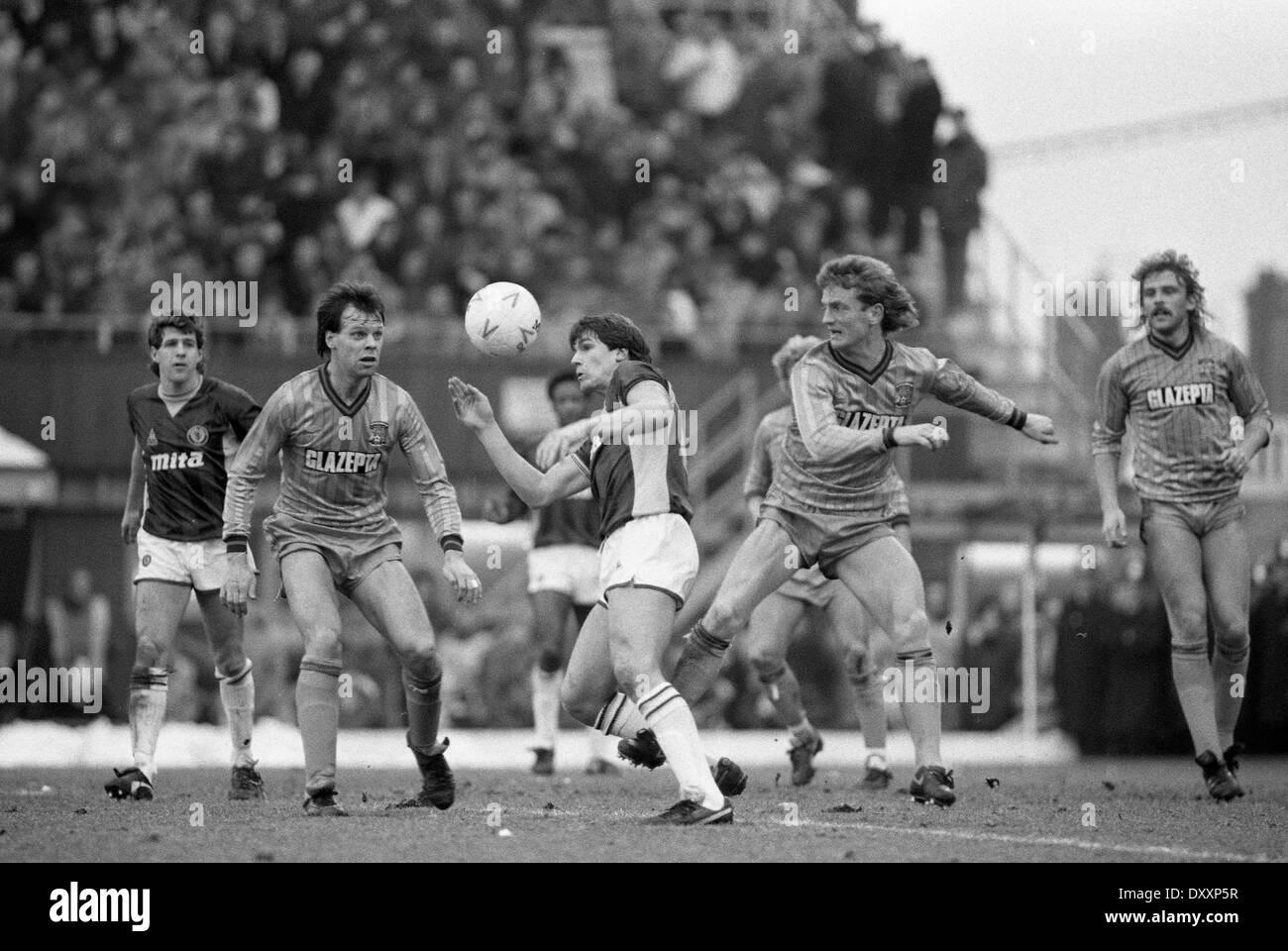 Fußballer Paul Rideout und Trevor Peake. COVENTRY CITY V ASTON VILLA 19.01.1985 Stockbild