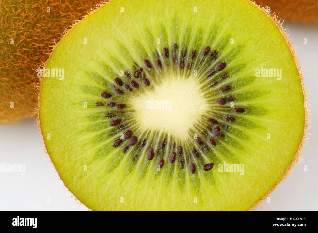 Kiwifrucht auf weißem Hintergrund Stockbild