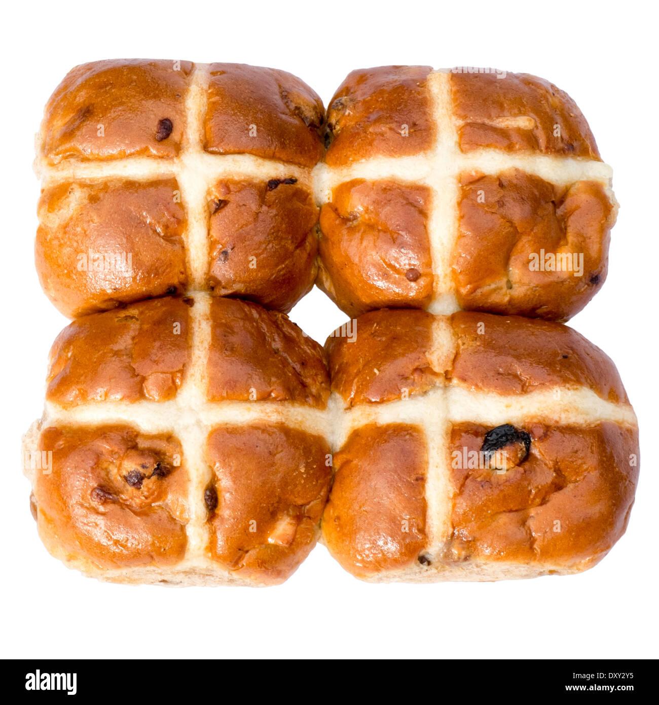 Hot Cross Buns schneiden Sie vor einem weißen Hintergrund. Stockbild