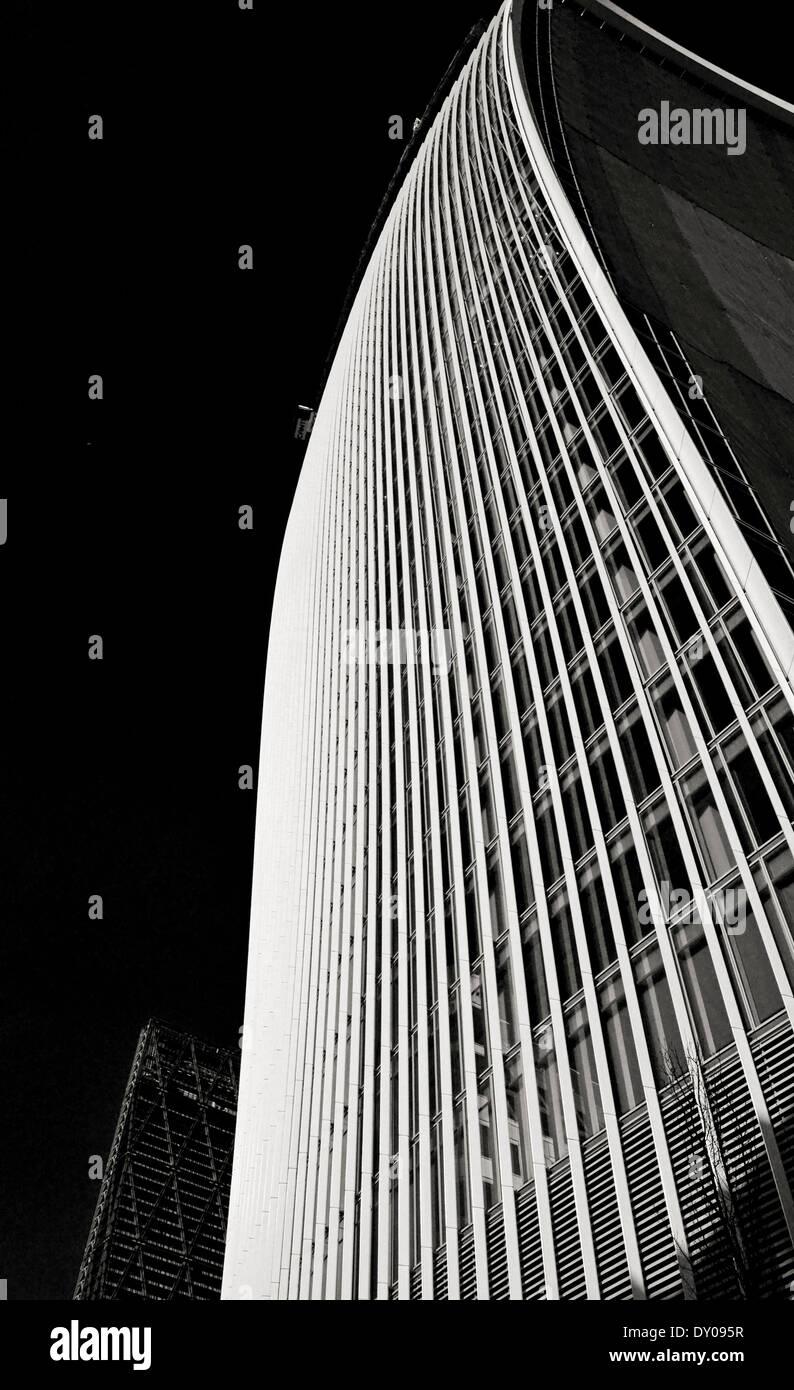 Blick auf die 20 Fenchurch Street (The Walkie-Talkie) zeigt das Leadenhall Gebäude in Ferne, City of London Stockfoto