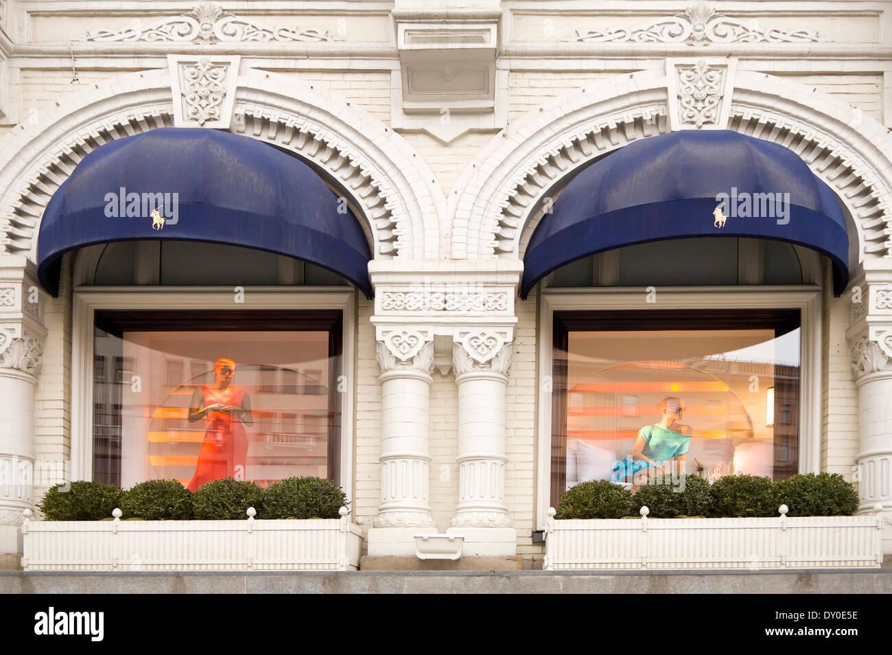 Ralph Lauren Frau Kleidung in großen Kaufhaus in Spanien. M24E51 (RM).  Außenansicht des Ralph Lauren Designer Shops in Moskau. Stockbild 3e3d600c2e