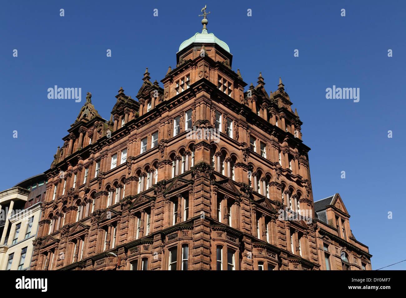 Roter Sandstein a Gebäude an der Kreuzung West George Street und Dundas Street in Glasgow City Centre, Schottland, UK Stockbild