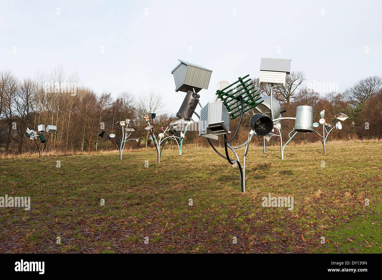 Bäume Alternative Landschaft Komponenten Skulpturen bei Yorkshire Sculpture Park West Bretton Wakefield England Vereinigtes Königreich UK Stockbild