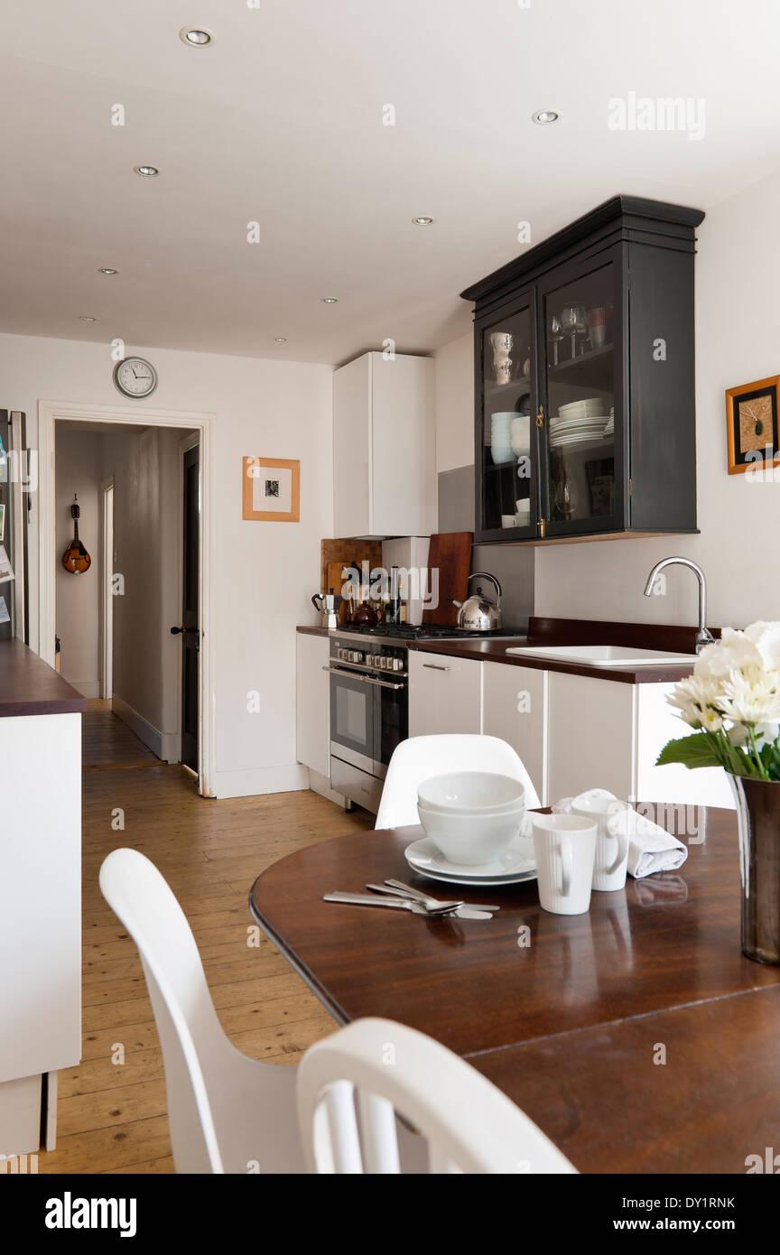 Antiker Mahagoni Tilt Top Tisch In Der Küche Mit Ikea Unterschränke