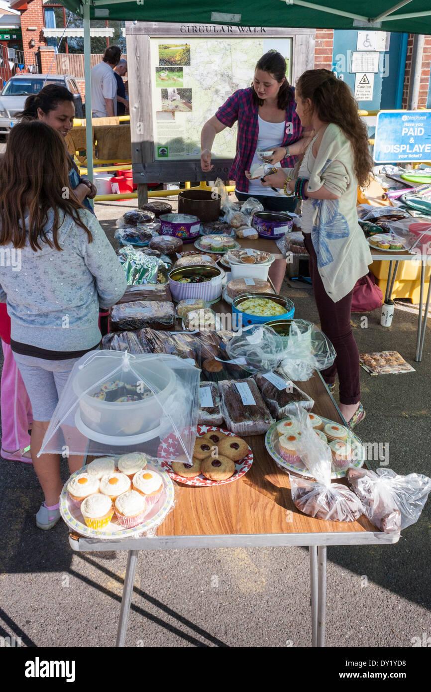 Eine Gemeinde Kuchen Verkauf Spendenaktion Im Freien Stockfoto Bild