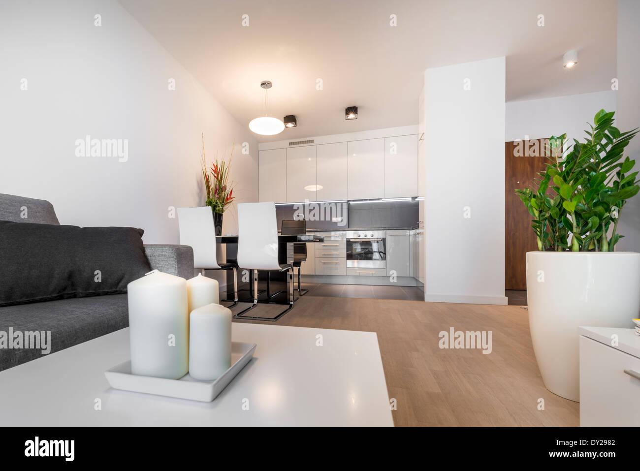 Moderne Luxus Wohnzimmer Interieurdesign mit Kerze Stockfoto ...