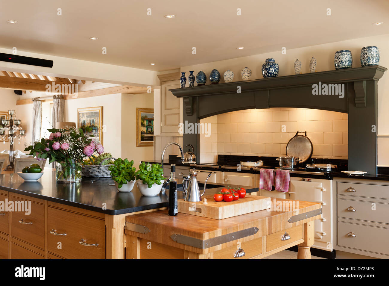 Küche-Insel-Aga-Herd Stockfoto, Bild: 68287019 - Alamy