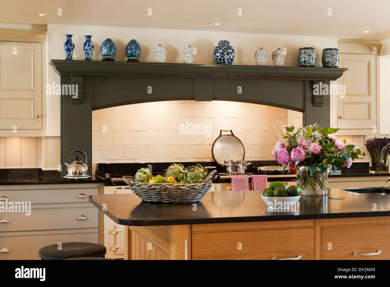 cut granite stockfotos cut granite bilder alamy. Black Bedroom Furniture Sets. Home Design Ideas