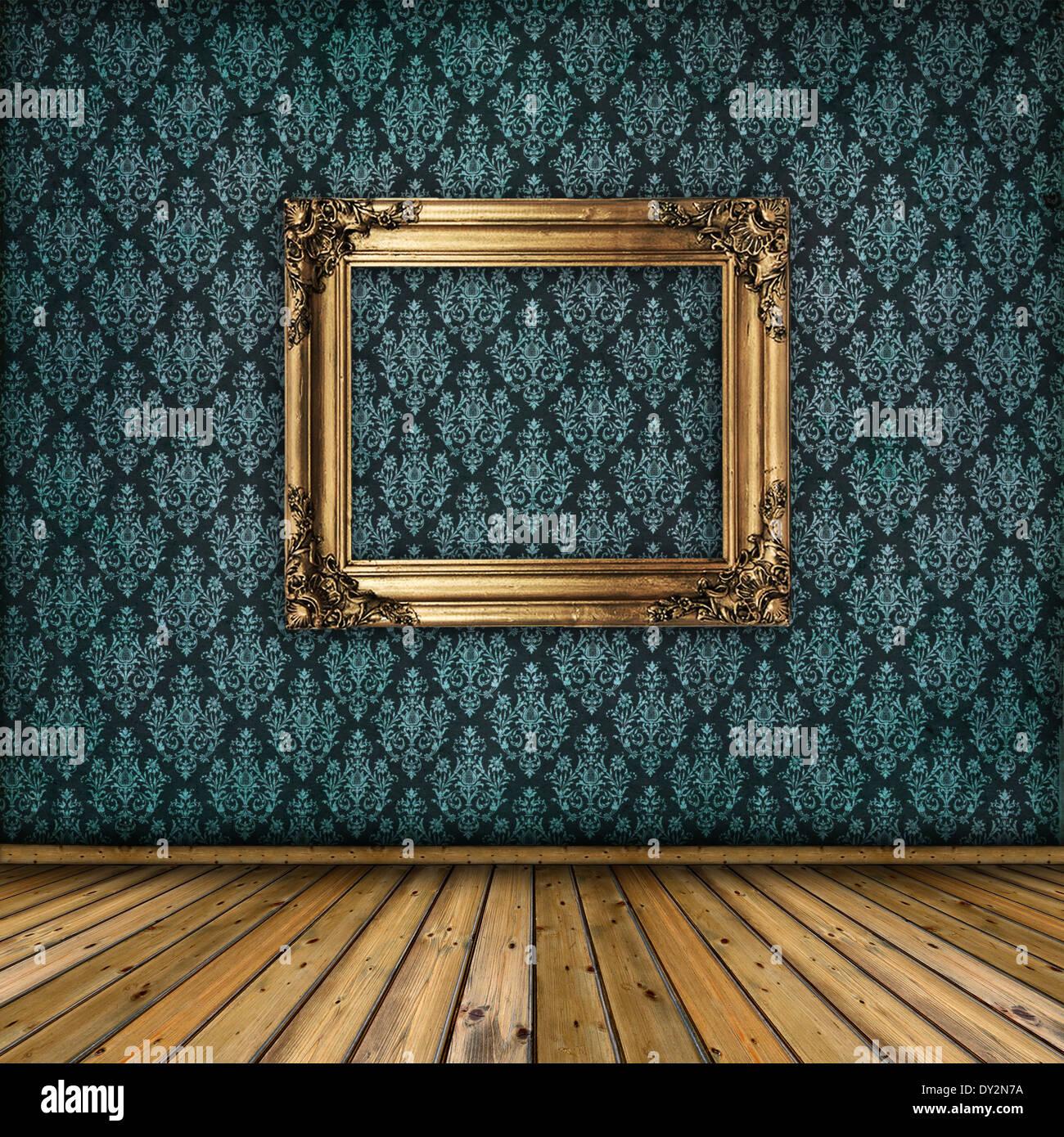 Innenraum mit goldenen Rahmen an der Wand. Vintage Tapete, Holzboden ...