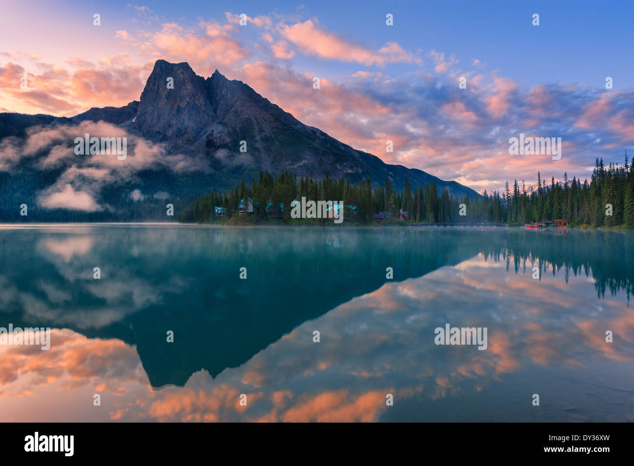 Sunrise Emerald Lake im Yoho Nationalpark, Britisch-Kolumbien, Kanada Stockfoto