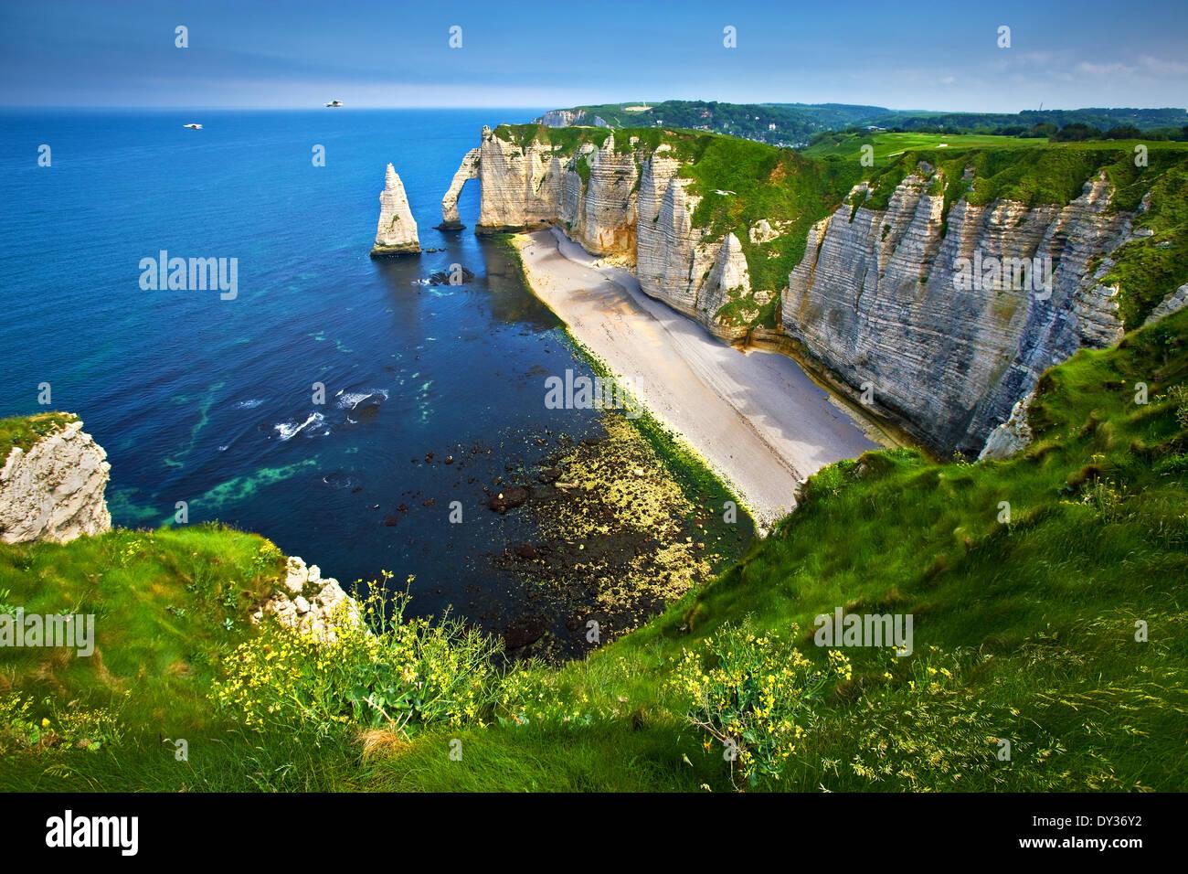 Die Klippen von Etretat an der Küste der Normandie, Frankreich Stockbild