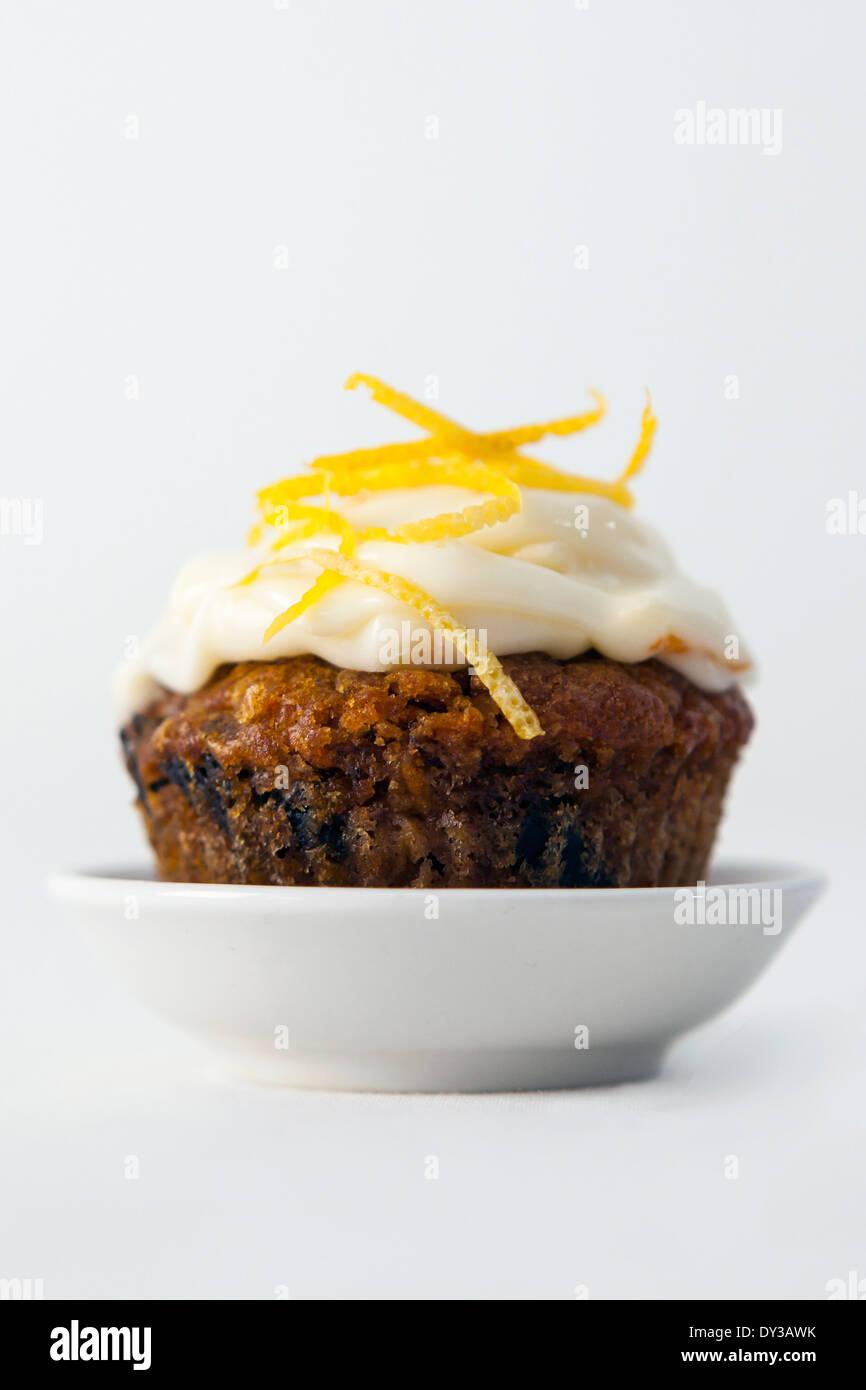 Karotte-Kuchen-Cupcake mit Zitrusfrüchten Frischkäse frosting Stockbild
