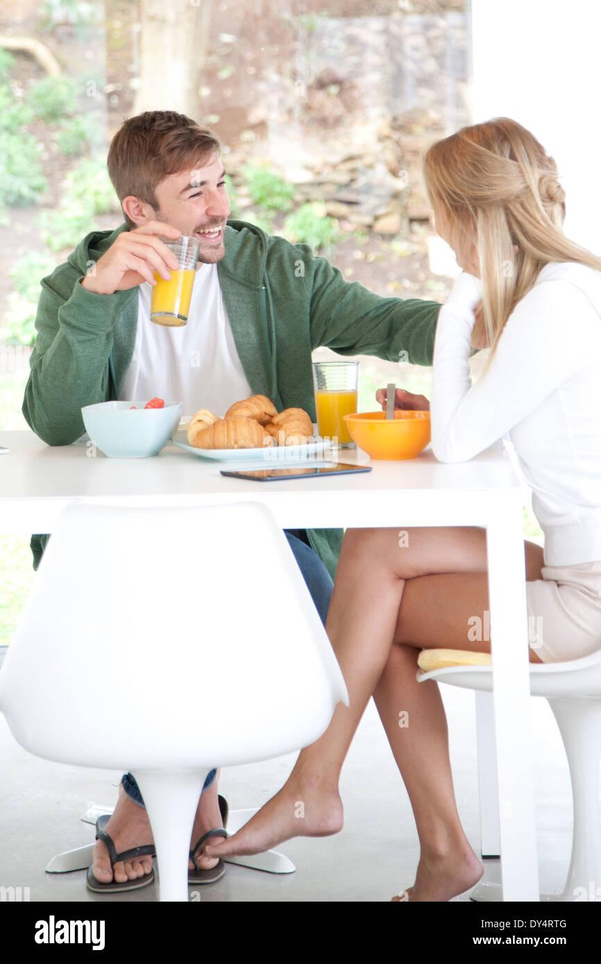 Paar beim Frühstück Stockfoto