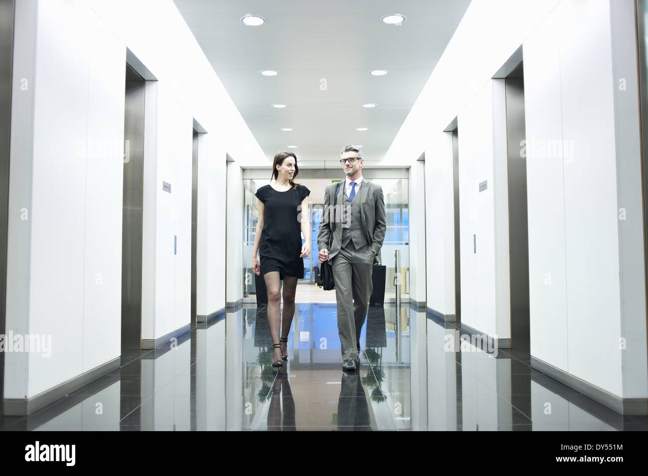Business Partner Büro Korridor entlang Stockbild