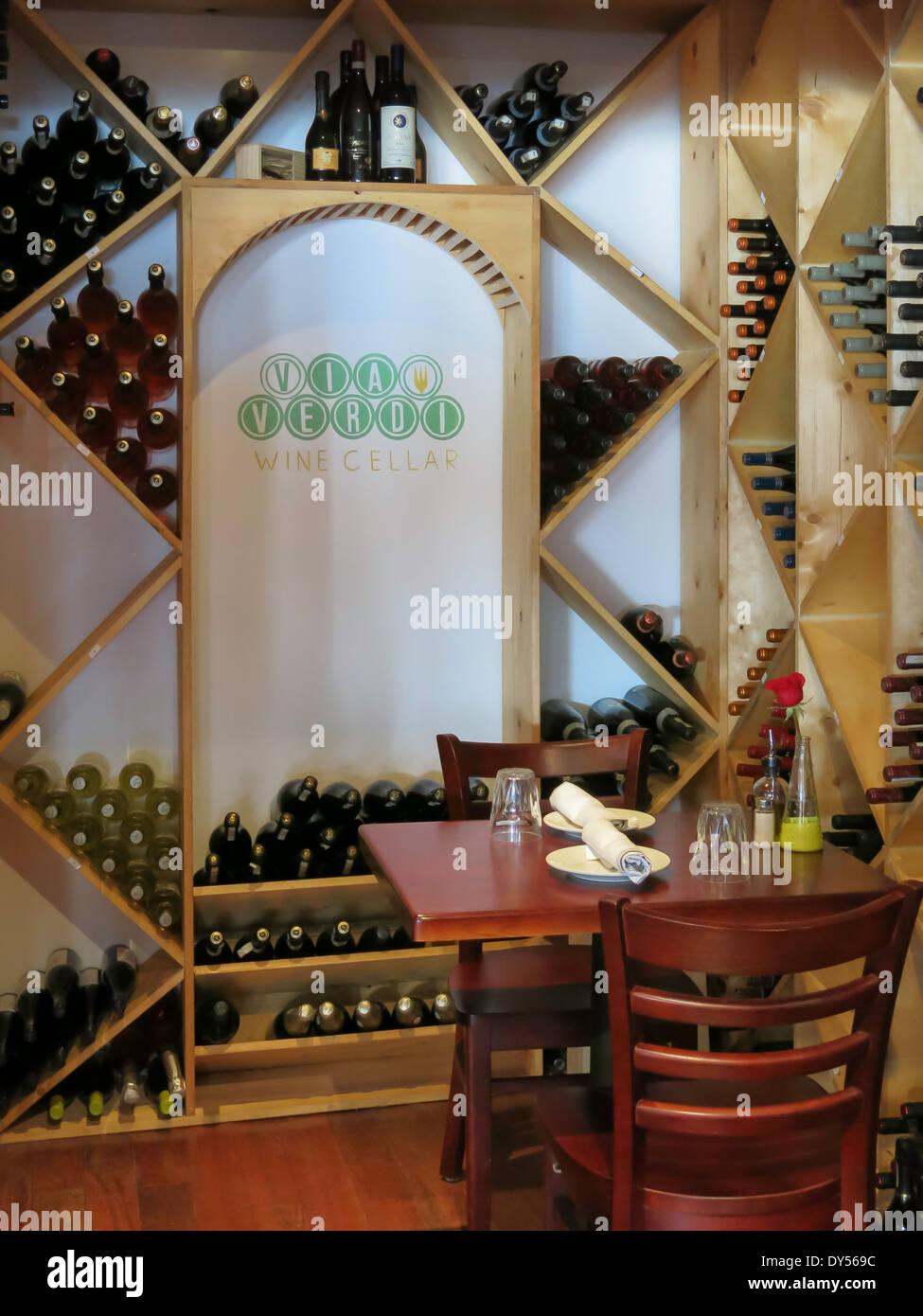 Romantischen Weinkeller Tisch für zwei, über Verdi Cucina Rustica ...