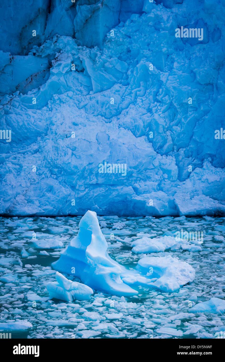 Der Perito-Moreno-Gletscher ist ein Gletscher im Nationalpark Los Glaciares im Südwesten der Provinz Santa Cruz, Argentinien. Stockbild