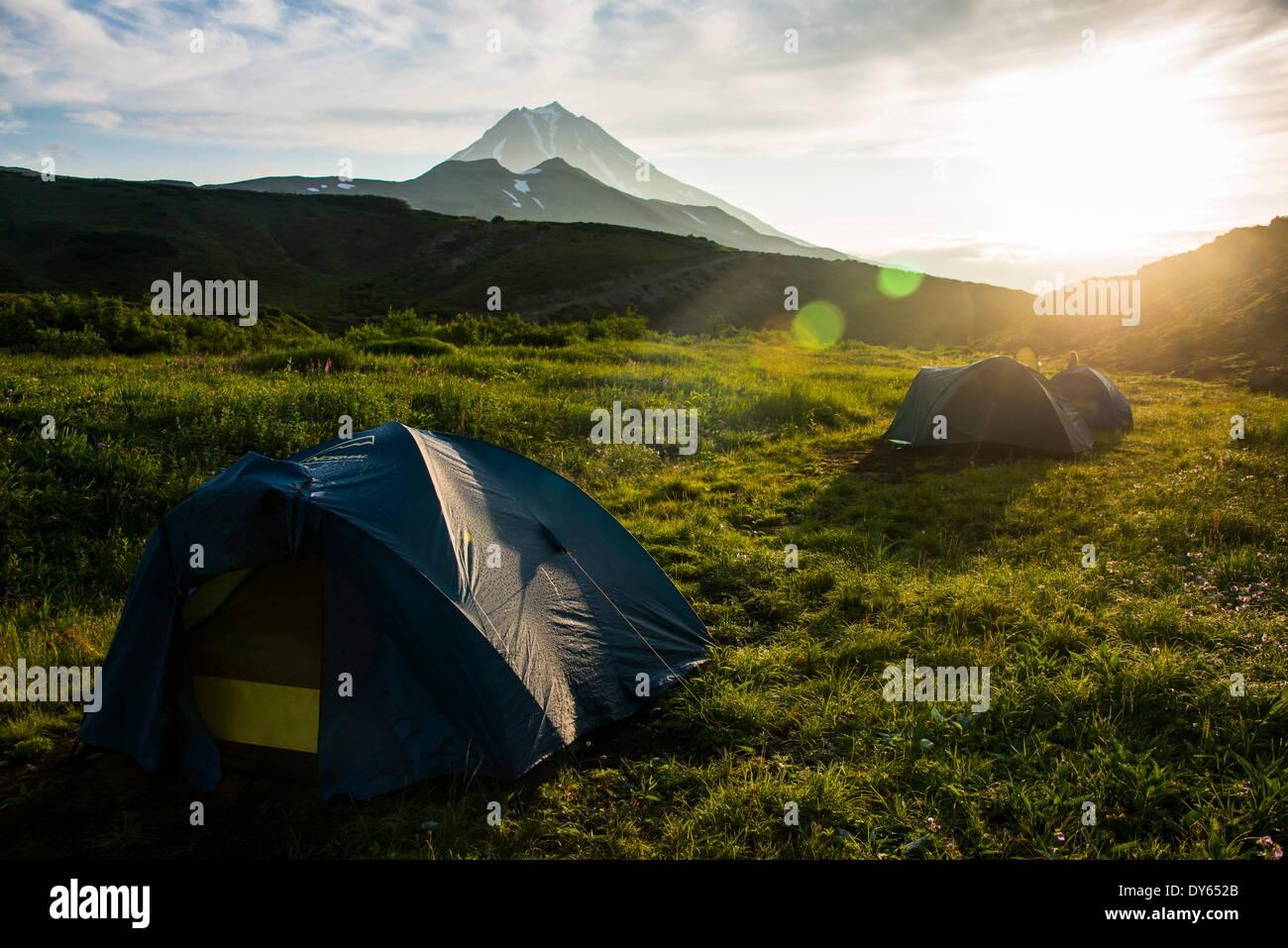 Camping unter Wiljutschinsk Vulkan, Kamtschatka, Russland, Eurasien Stockbild