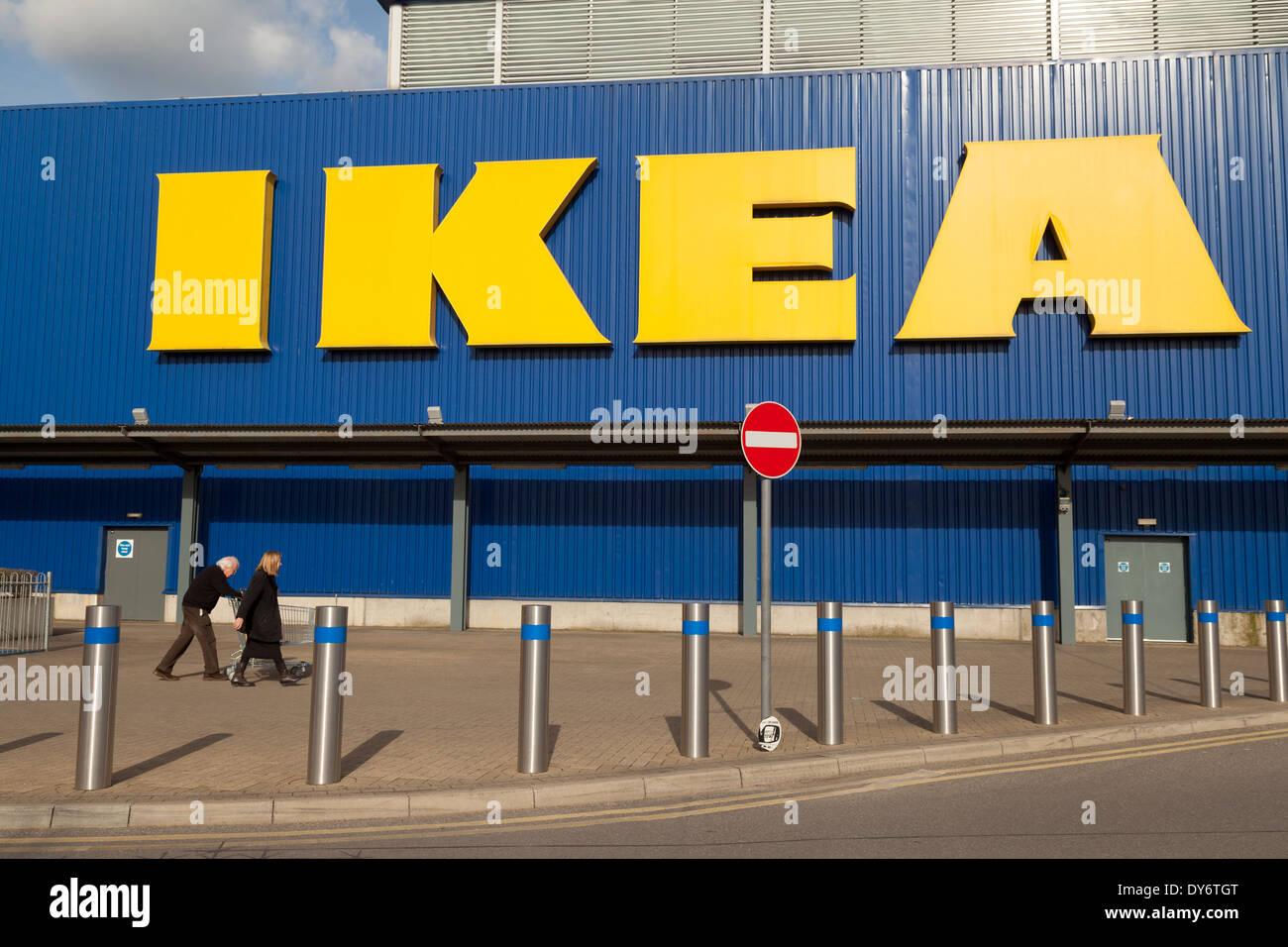 Ikea Einrichtungshaus Aussen Mit Zeichen Wembley London Uk
