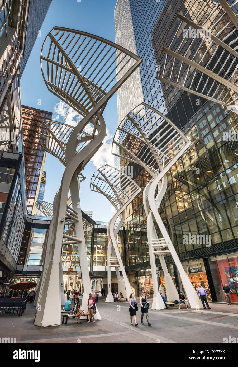 """""""Trees"""" Skulptur an der Stephen Avenue, Fußgängerzone in der Innenstadt von Calgary, Alberta, Kanada Stockbild"""