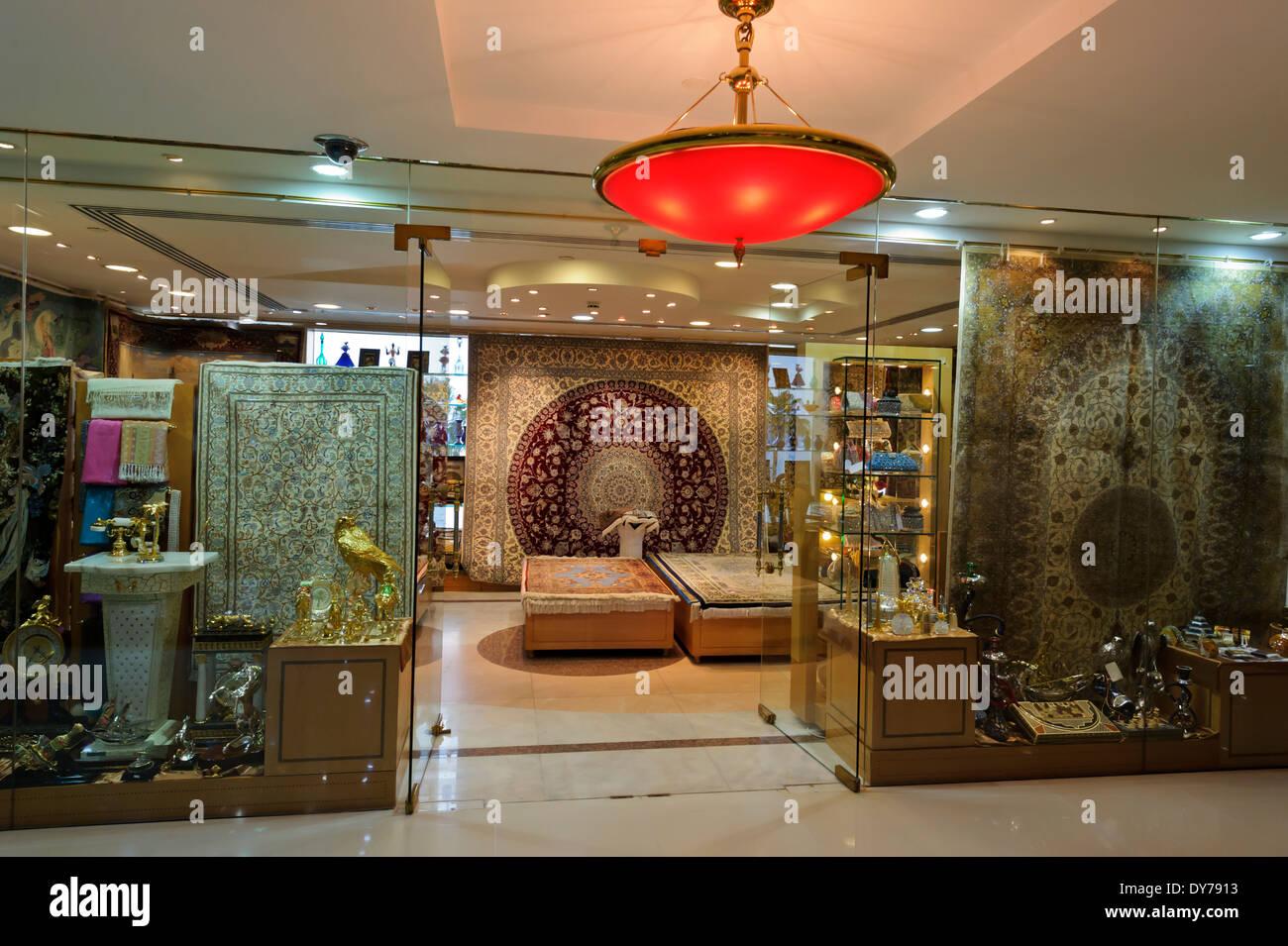 http://c8.alamy.com/compde/dy7913/das-luxuriose-interieur-des-eines-der-geschafte-am-burj-al-arab-hotel-das-weltweit-erste-sieben-sterne-hotel-vereinigte-arabische-emirate-dy7913.jpg