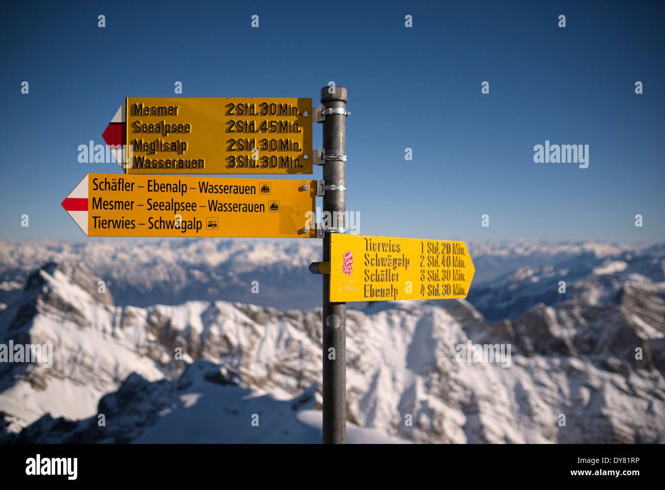 Schweiz, Kanton Appenzell Ausserrhoden, Wegweiser am Berg Säntis Stockbild