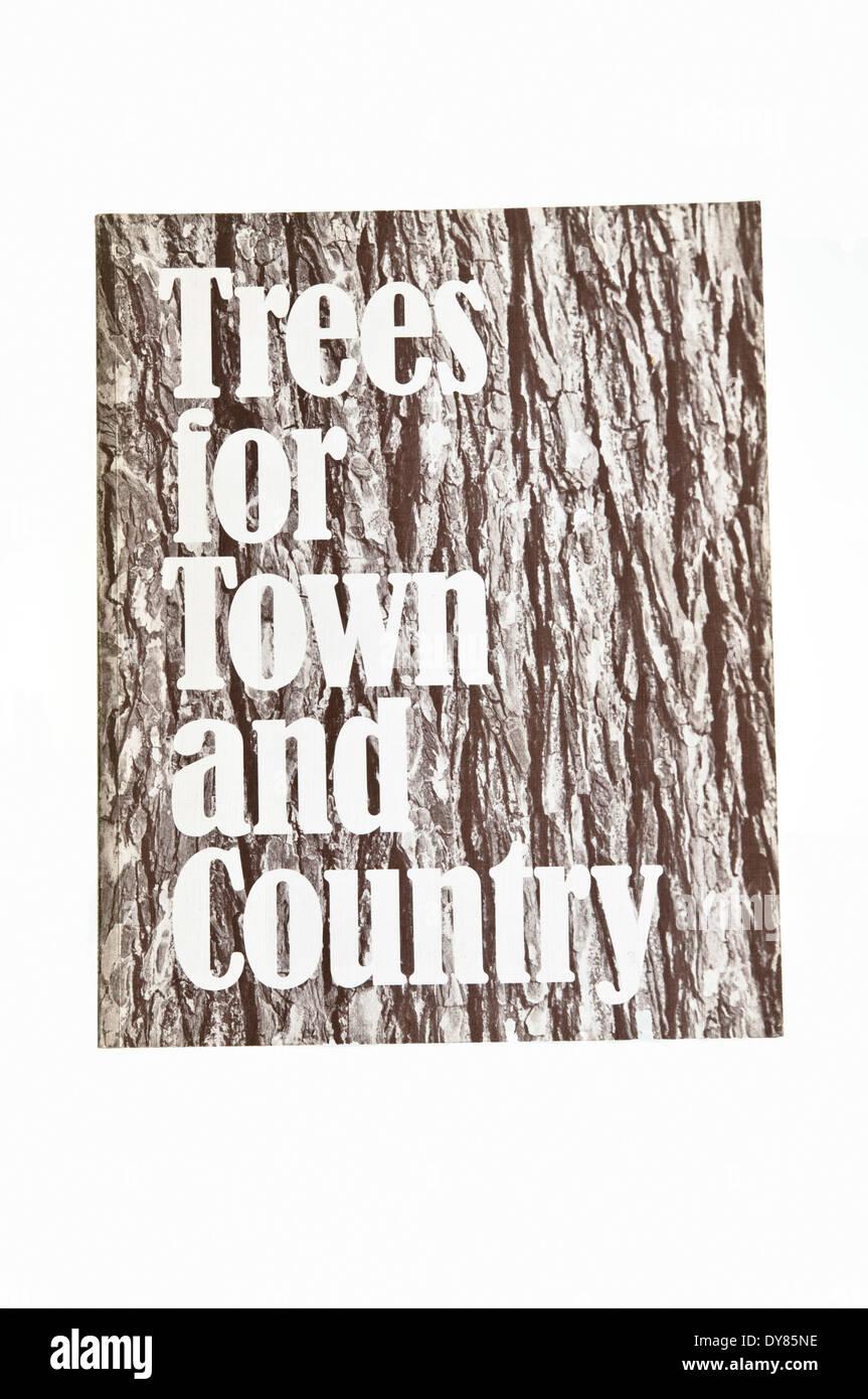 Bäume für Stadt und Land - eine umfassende Auswahl an Bäumen für den allgemeinen Anbau in Großbritannien von Brenda Colvin geeignet. Stockbild