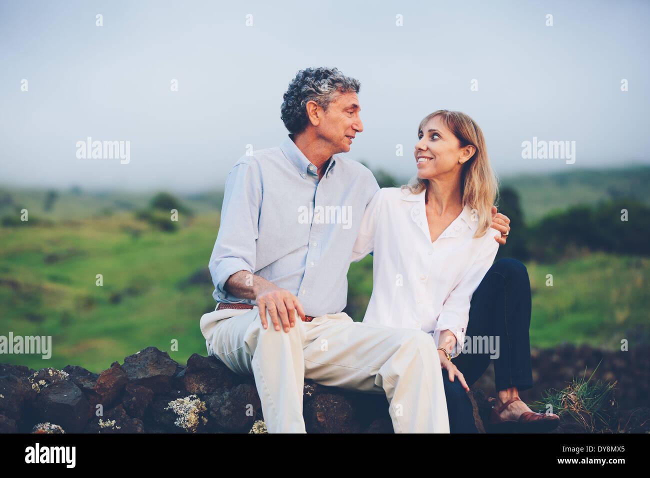 Glücklich liebende Mitte paar im Alter von Stockbild