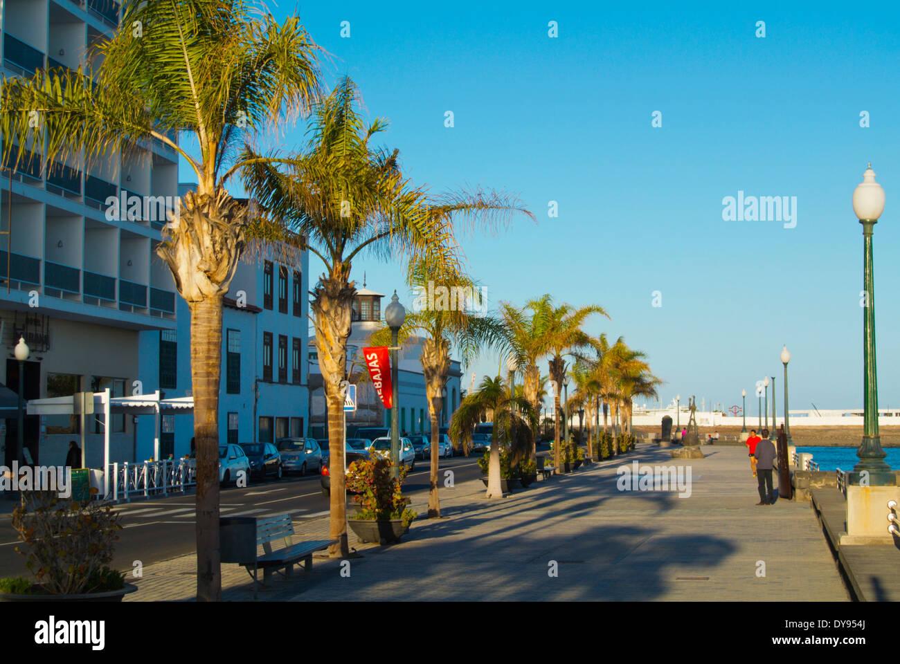 La Marina am Meer Straße, Arrecife, Lanzarote, Kanarische Inseln, Spanien, Europa Stockbild