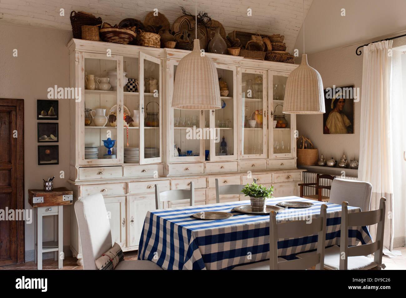 Rustikale Landhausküche mit französischem Schränke, aufgegebenes ...