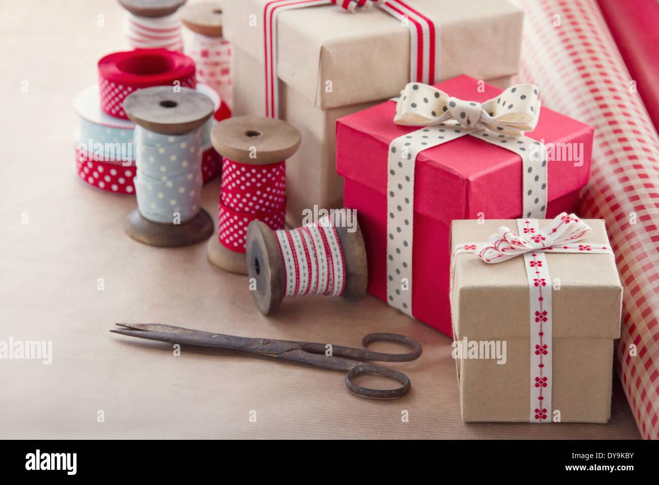 Weihnachten vorhanden Verpackung Hintergrund, Holz Vintage Bänder ...