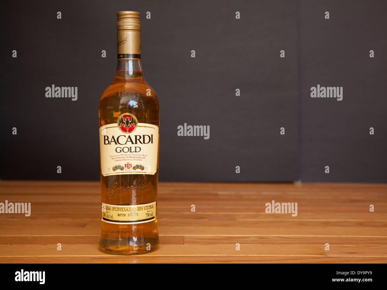 Bacardi Bottle Stockfotos & Bacardi Bottle Bilder - Alamy