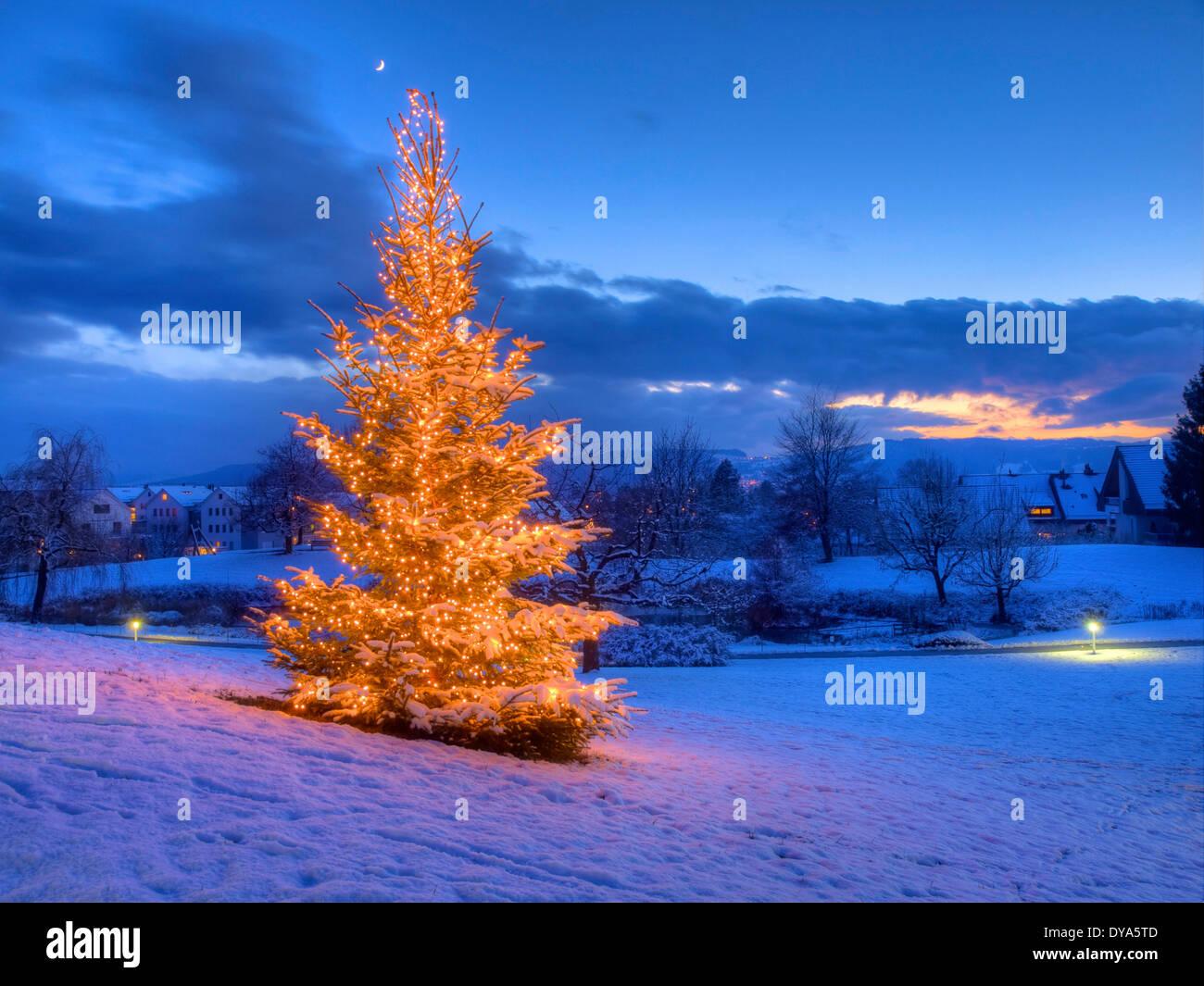 Europa, Schweiz, Kanton Zürich, am Abend, Lichter, Schnee, Stimmung ...