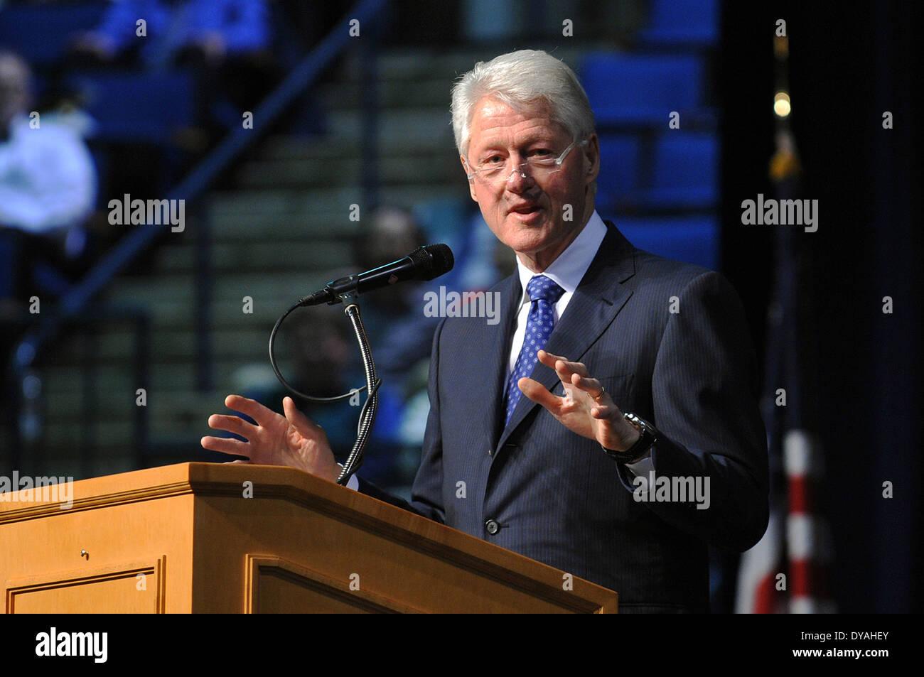 Ehemalige US-Präsident Bill Clinton befasst sich mit die Brigade der Midshipmen während einer Forrestal Stockbild