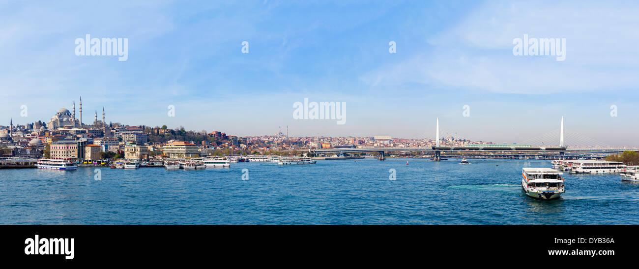 Panoramablick auf das Goldene Horn von der Galata-Brücke mit Blick auf die Atatürk-Brücke, Istanbul, Stockbild