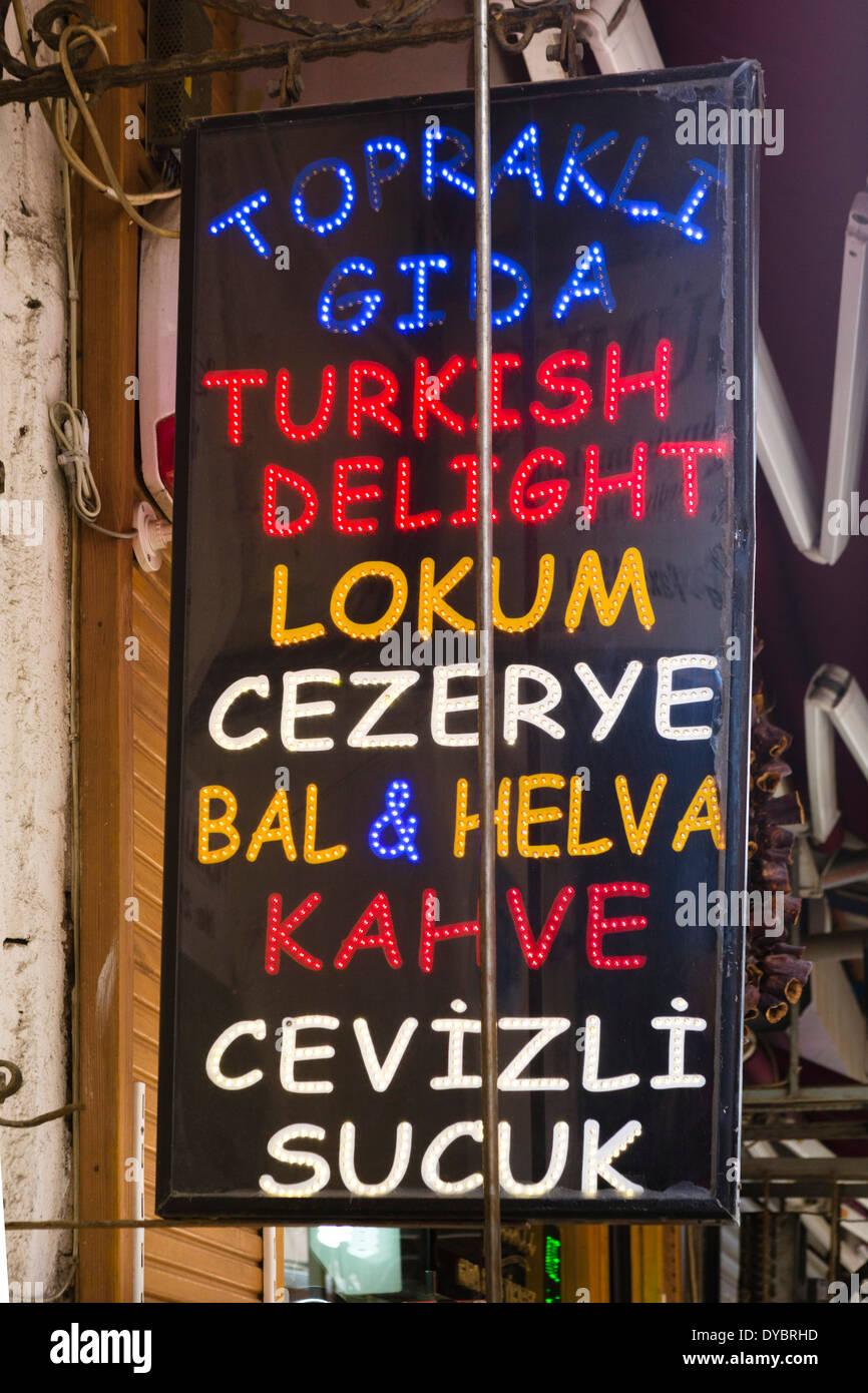 Shop Zeichen Werbung Turkish Delight und andere Süßspeisen, Universitätsviertel, Istanbul, Türkei Stockbild
