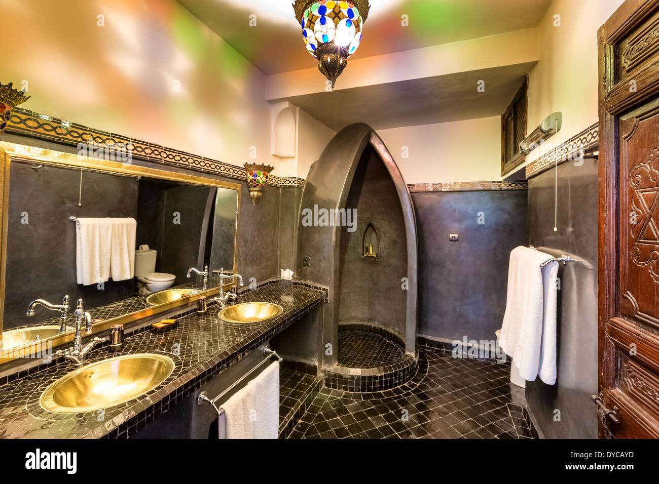 Marokkanischen Stil Badezimmer in Marrakesch, Marokko, Afrika