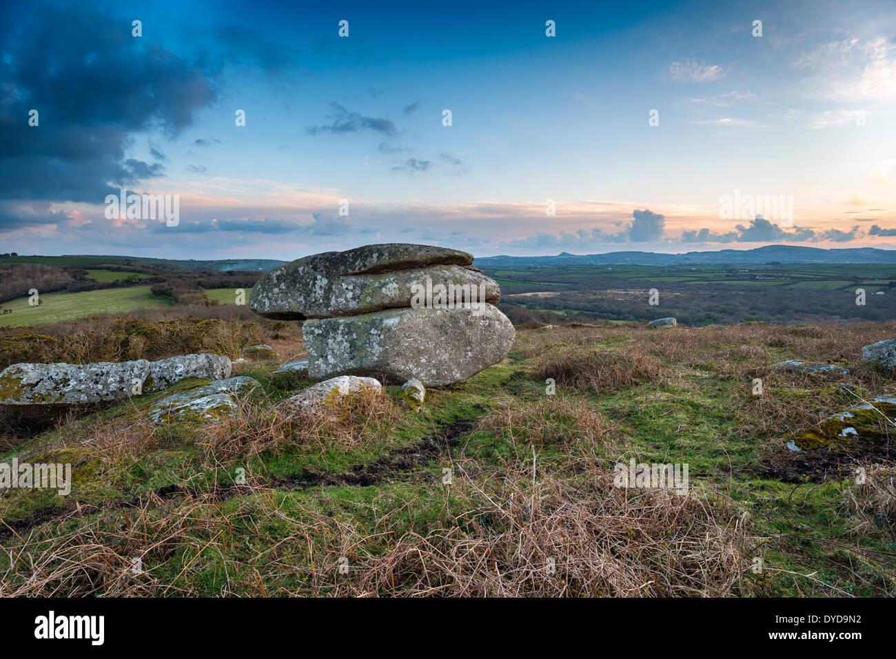 Verwitterter Granit Felsformation auf Helman Tor ein Naturschutzgebiet auf dem Heiligen Weg Langstrecken-Wanderweg in der Nähe von Bodmin in Cornwall Stockbild
