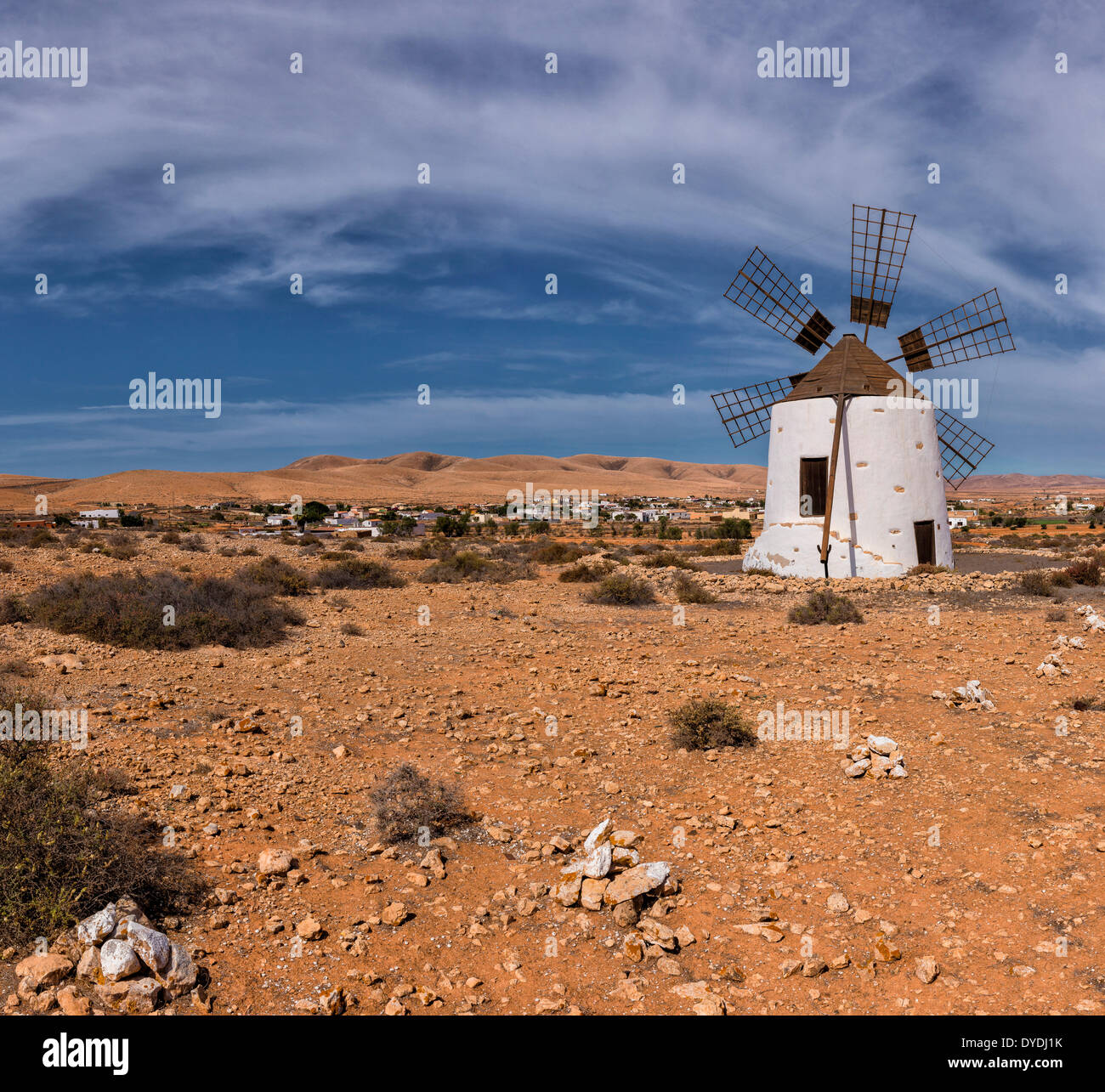 Spanien, Europa, Fuerteventura, Kanarische Inseln, Llanos De La Concepcion, Molino, Windmühle, Dorf, Sommer, Berge, Stockbild