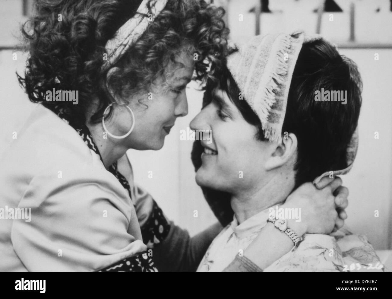 """Michelle Pfeiffer und Matthew Modine, am Set des Films, """"Married to the Mob"""", 1988 Stockbild"""
