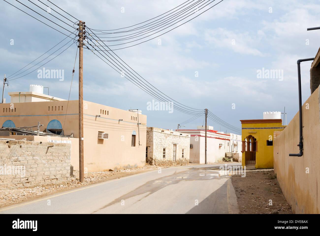 Bild eines Dorfes im Oman mit Zuleitung Stockbild
